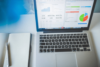 business intelligence and data analytics similarities differences